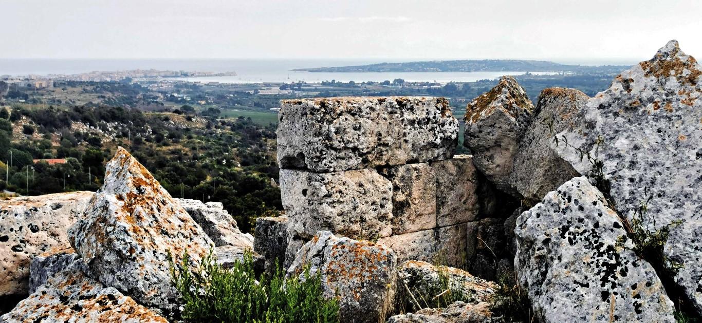 Ortigia e il porto grande dalle mura dionigiane © Regione Siciliana Ph.Giuseppe Mineo (Medium)